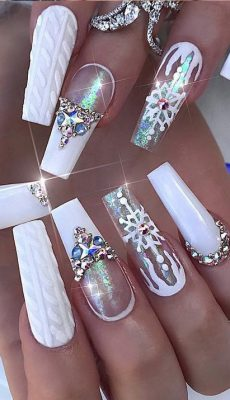 32 Extraordinary White Acrylic Nail Designs to Finish Your Trendy Look