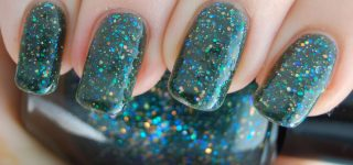 Nail Design Ideas In Emerald Green