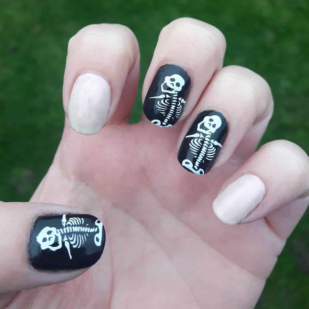 Easy Halloween Nail Art Designs Ideas with Pictures and Steps -