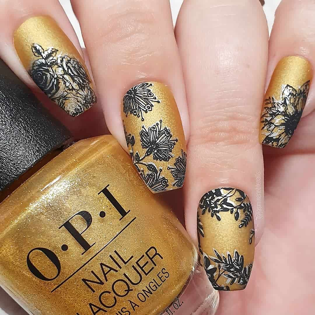 Pretty Designs For Your Nails On Your Wedding - Black and Gold Effect