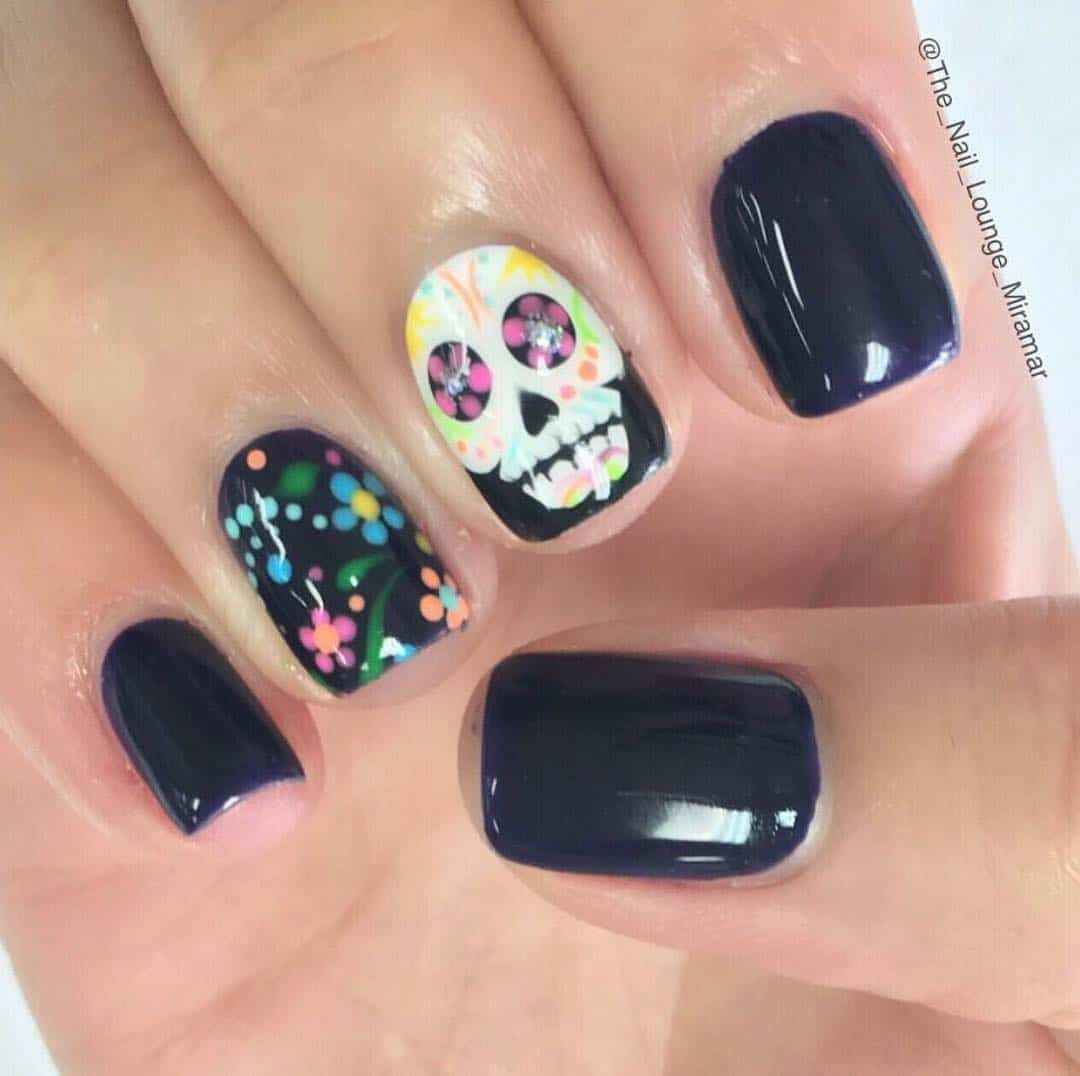 Easy Halloween Nail Art Designs Ideas with Pictures and Steps - Spooky Skulls