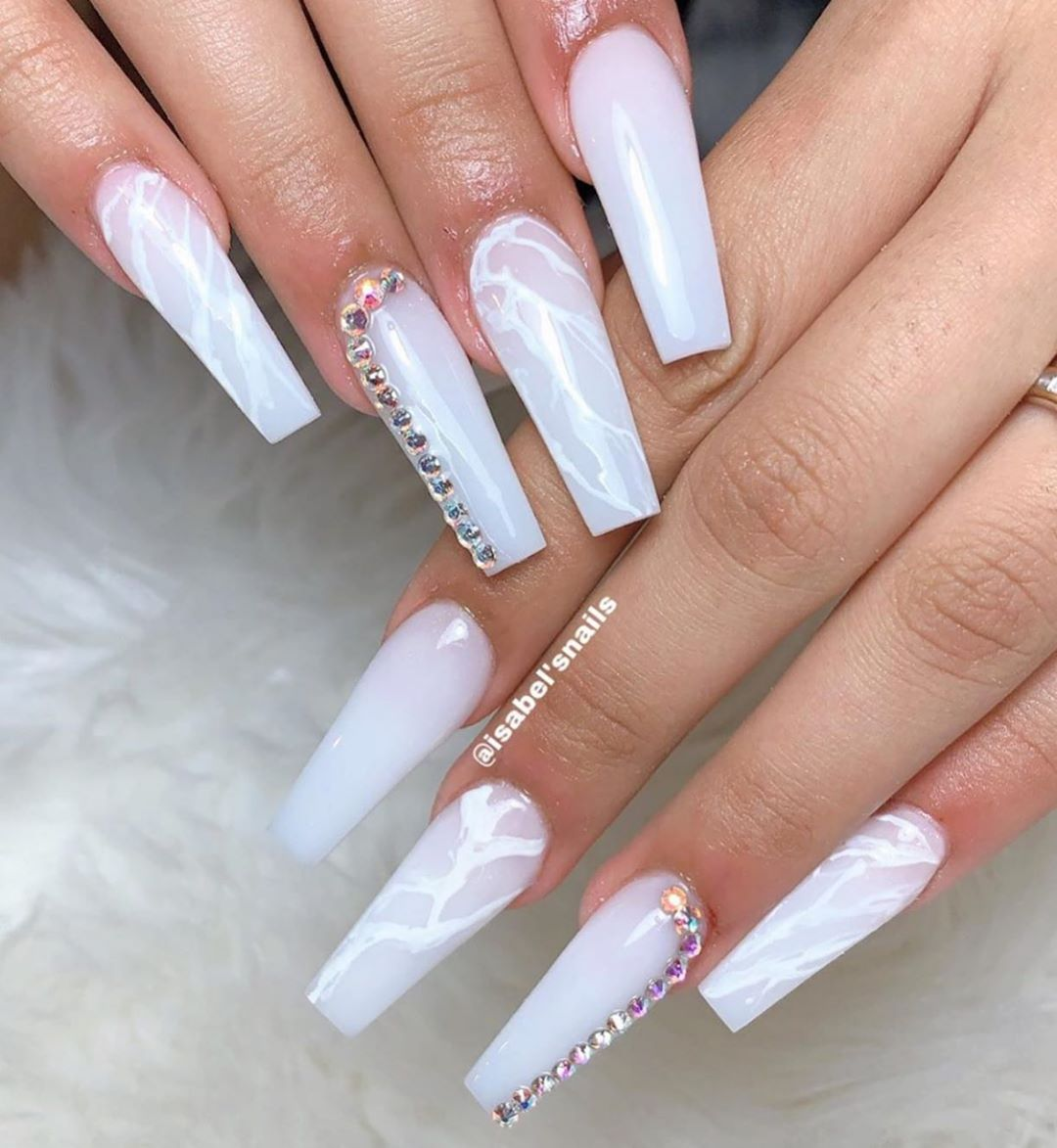 Long Nail Designs To Inspire You - Glossy Nails With Glitters
