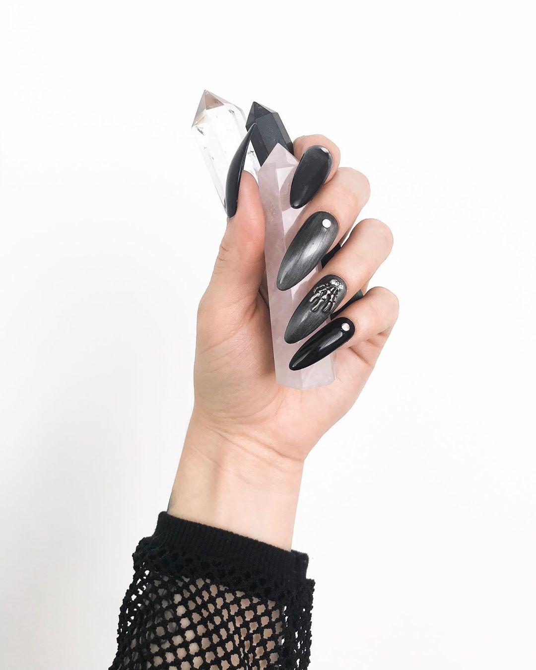 stiletto nails ideas | goth matte black stiletto nails | halloween stiletto nails