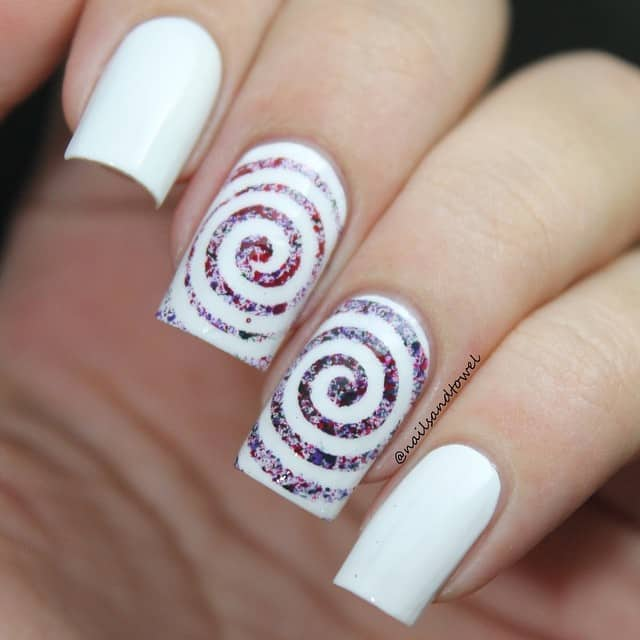 32 Extraordinary White Acrylic Nail Designs to Finish Your Trendy Look - White Sparkle Acrylic Nails